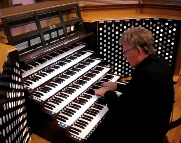 David Hegarty at the Might Wurlitzer